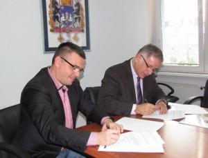 Gradonačelnici Sremske Mitrovice i Šapca prilikom potpisivanje sporazuma